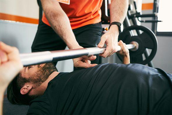 exercice musculation pectoraux descente barre