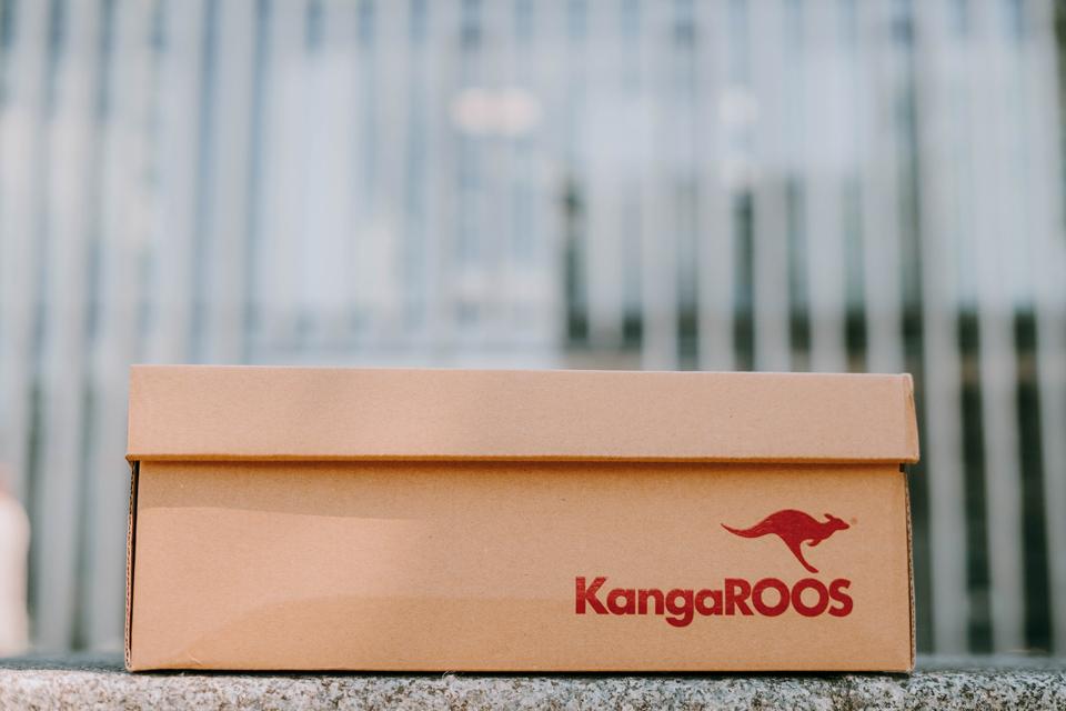 kangaroos runaway 001 box