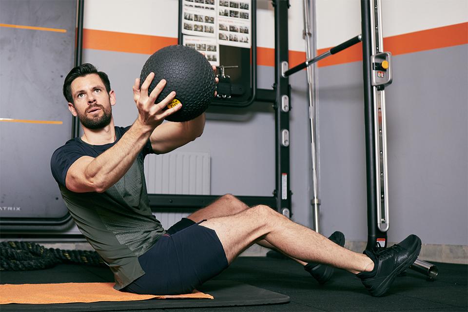 rotation obliques abdos variante ballon bras tendus