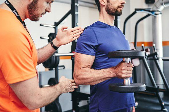 exercices pour developper ses biceps curl marteau position coude
