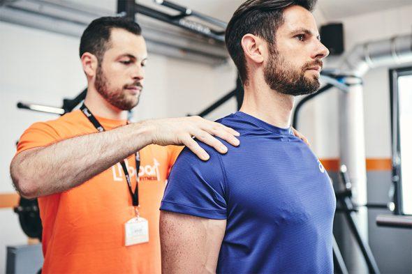 exercices pour developper ses biceps curl marteau position epaules