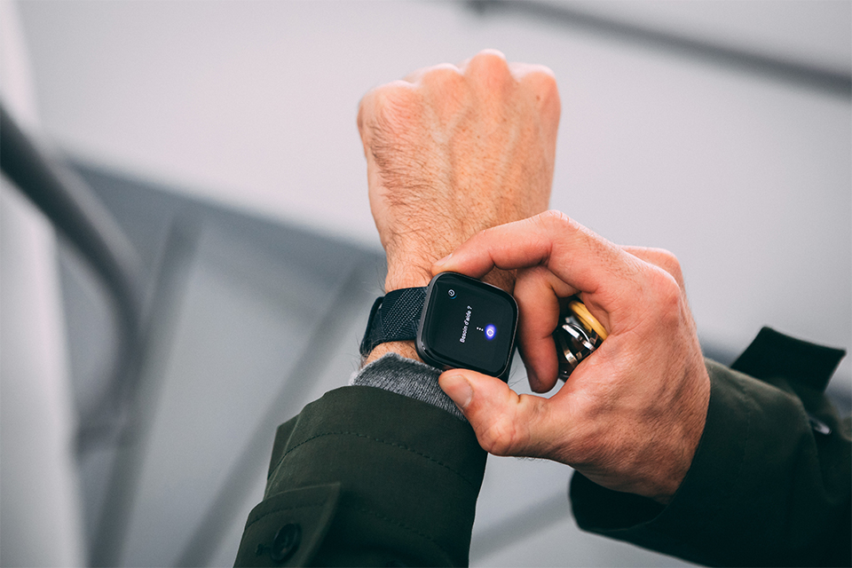 montre connectee fitbit versa 2 test et avis alexa assistant vocal