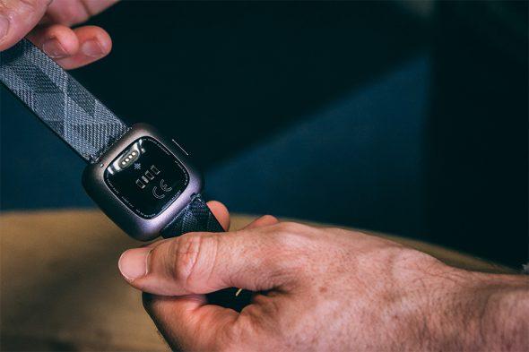 montre connectee fitbit versa 2 test et avis cardiofréquencemetre