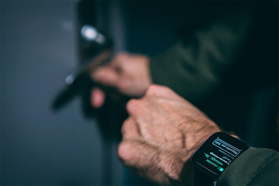 montre connectee fitbit versa 2 test et avis réponse sms