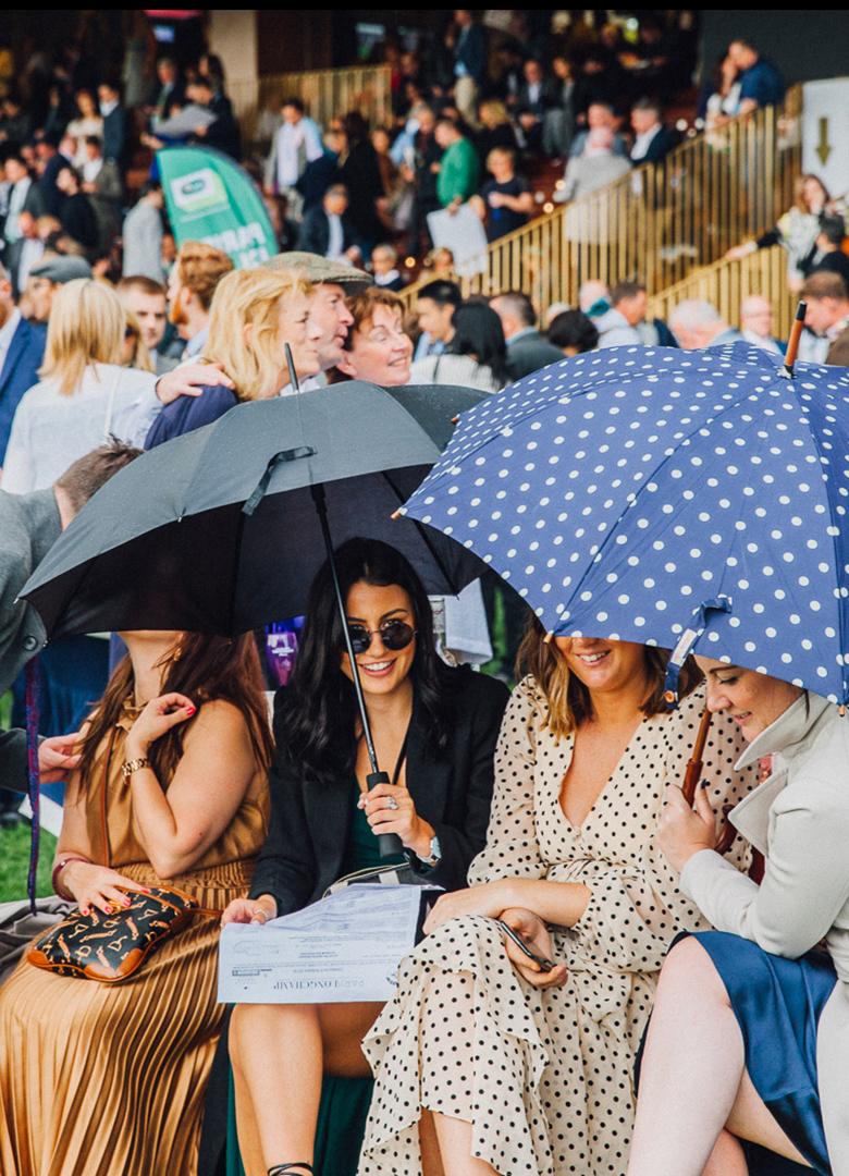 QPAT tribune femmes parapluie