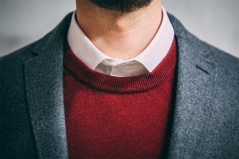 Look bureau blazer pull cachemire chemise
