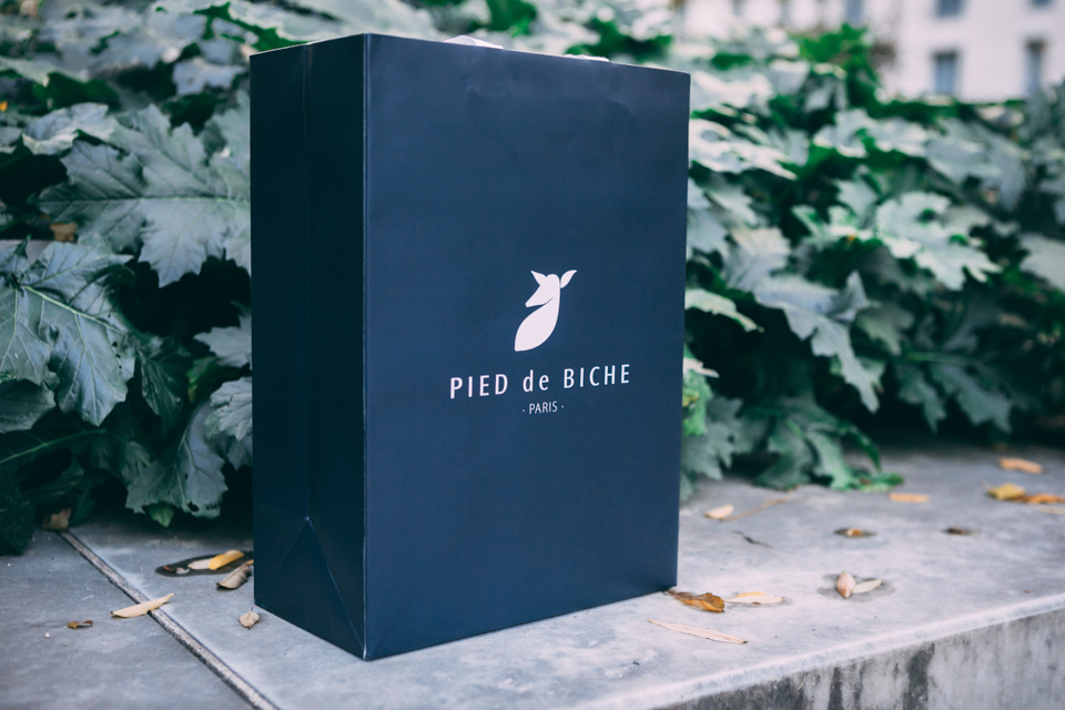 pied-de-biche-combat-boots-packaging