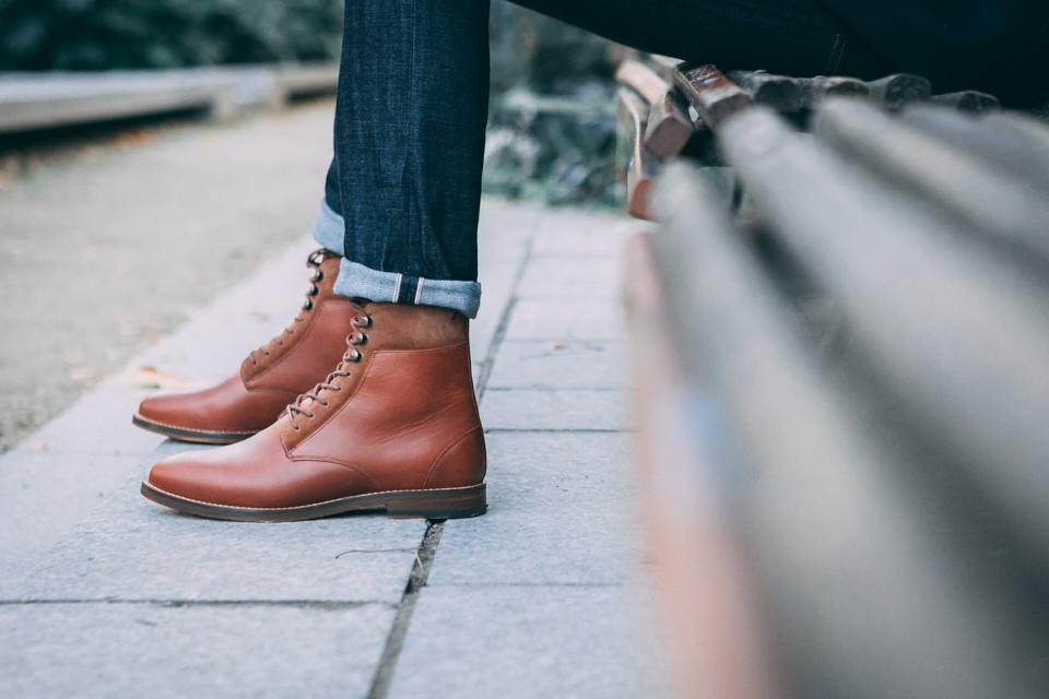 pied-de-biche-combat-boots-essayage
