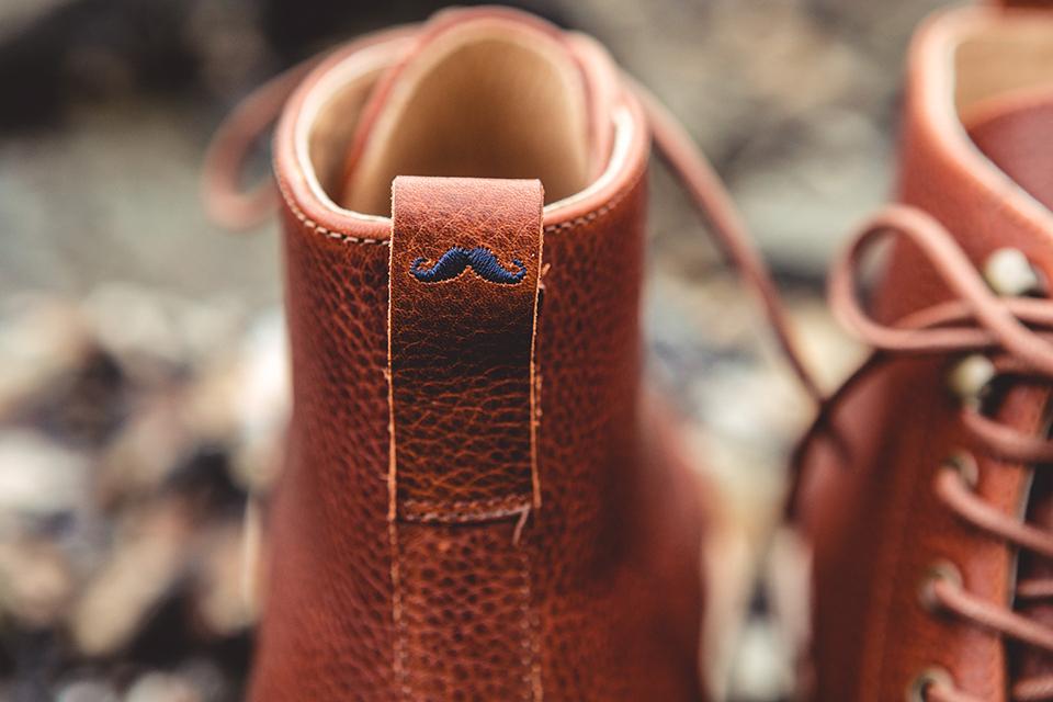 Boots Moustache Languette