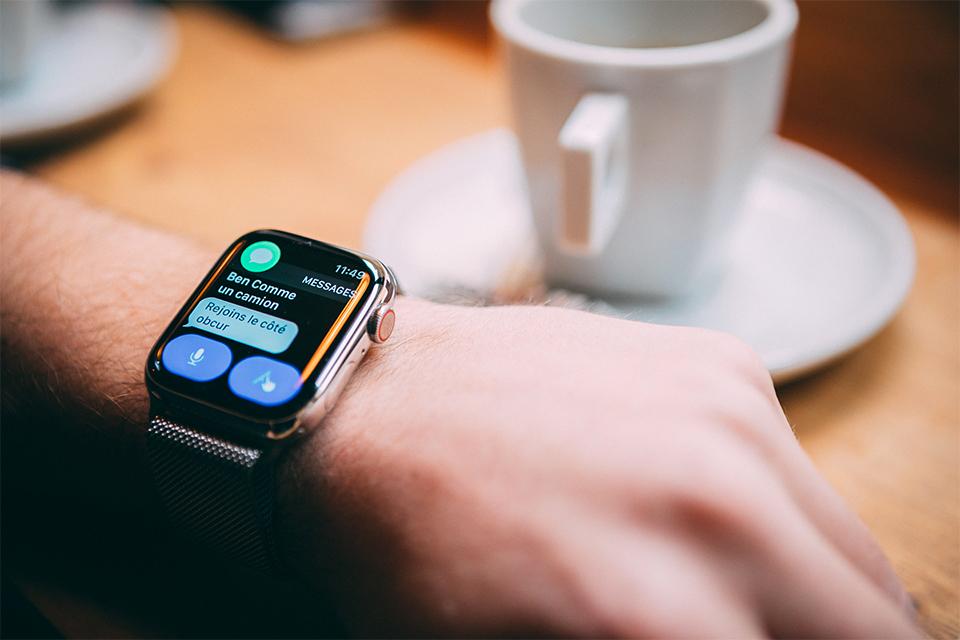 Apple watch series 5 siri SMS