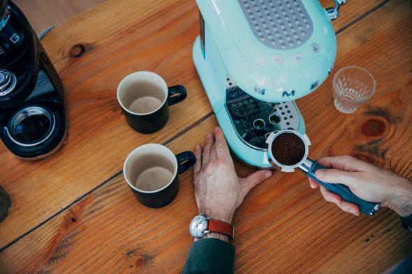 Café SMEG dégustation expresso porte capsule