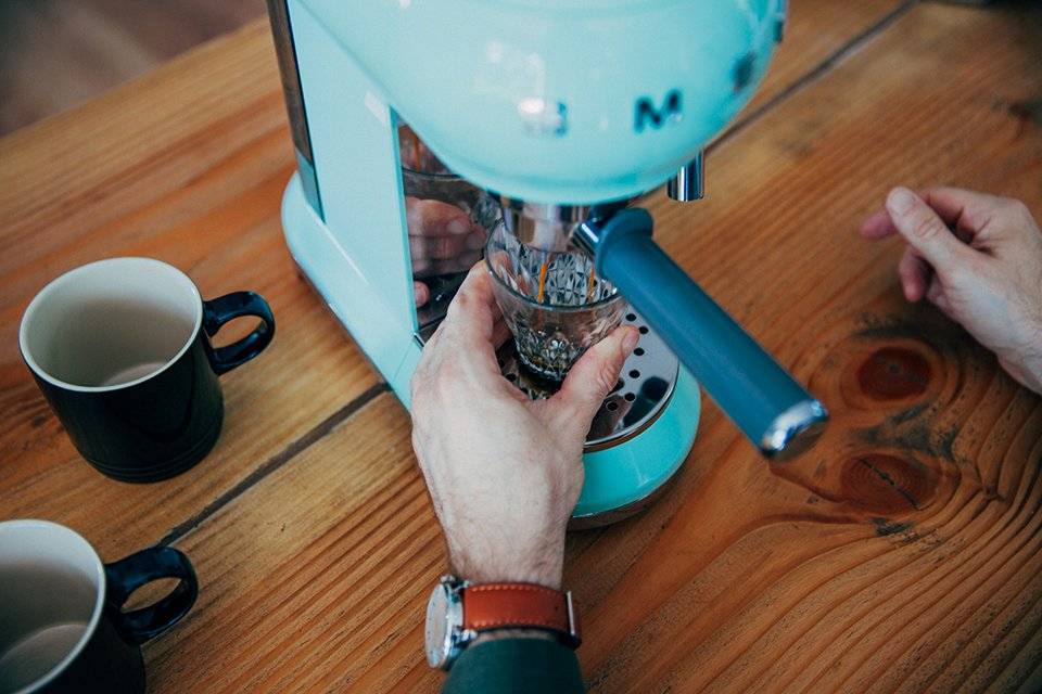 Café SMEG dégustation expresso verre
