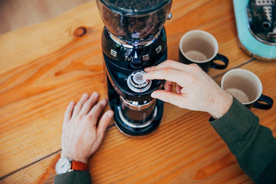 Café SMEG préparation broyeur start