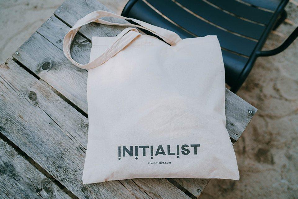 Avis the initialist