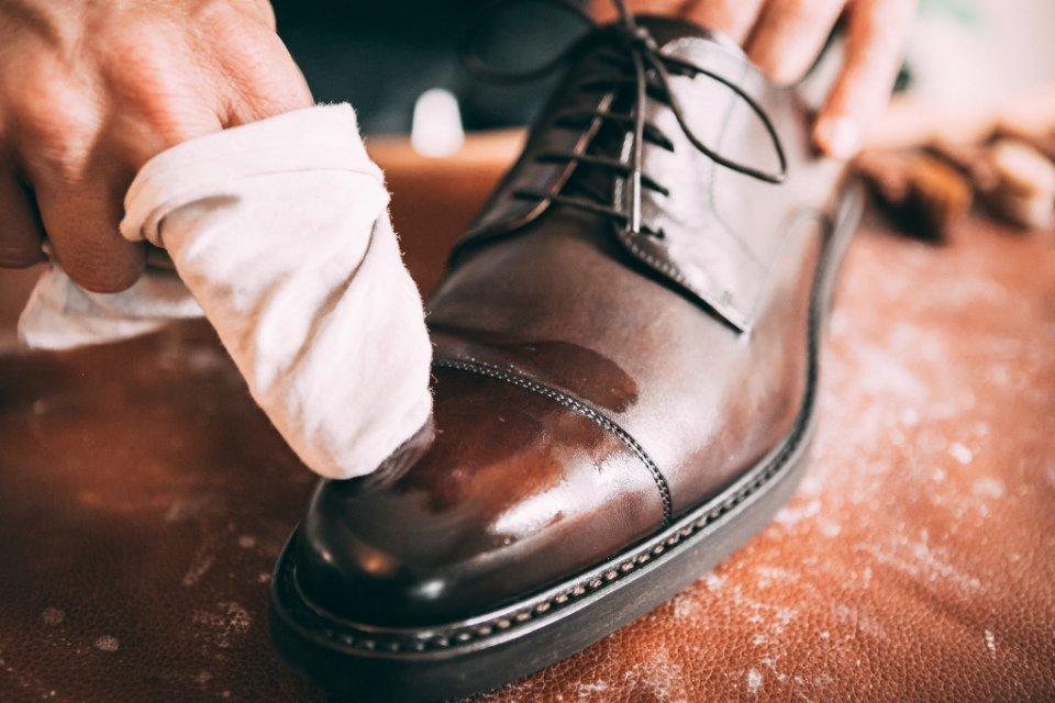 Comment Entretenir Chaussures Pluie Creme Application