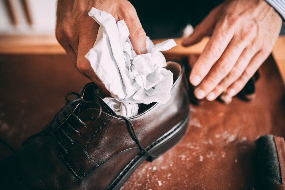 Comment Entretenir Chaussures Pluie Papier