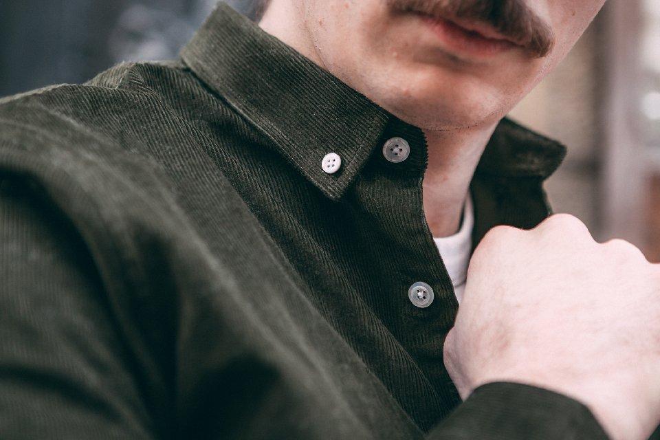 chemise-detail-velours-boutons-kaki