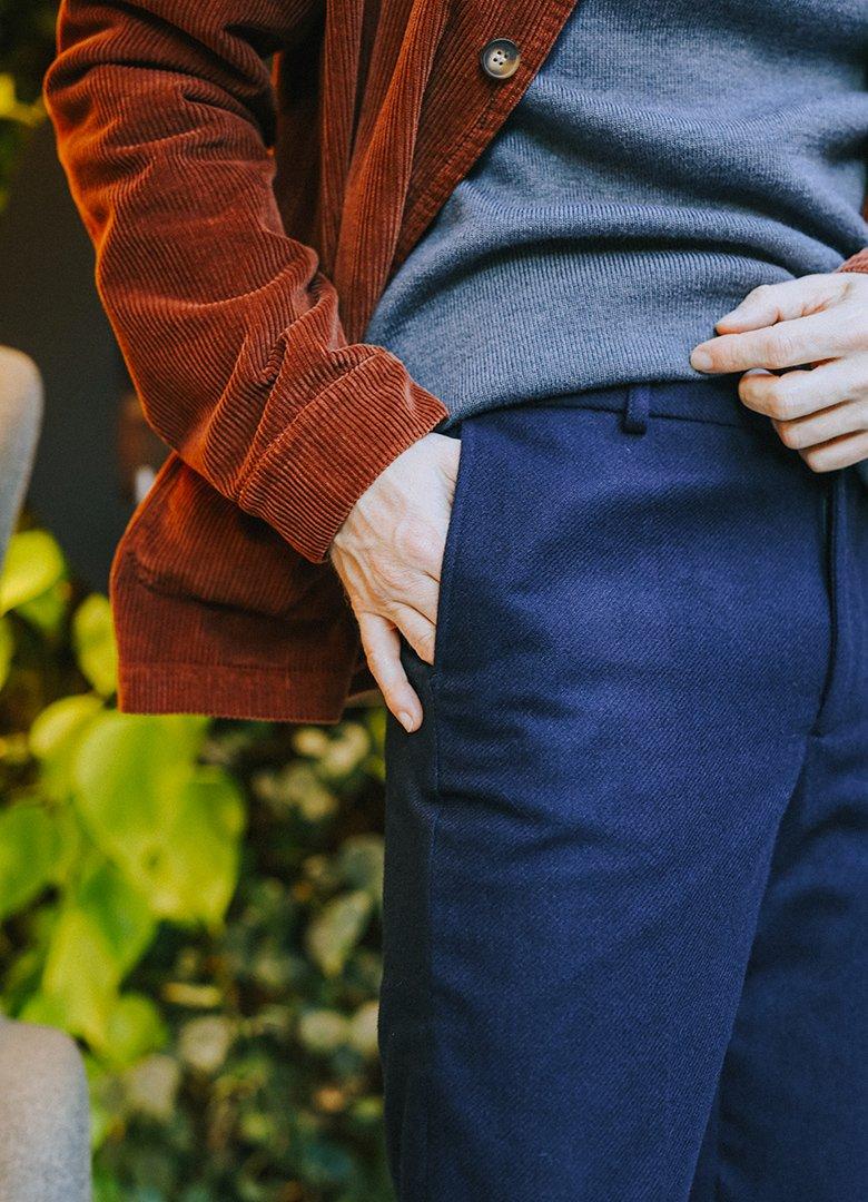 Pantalon bleu maisonstandards main