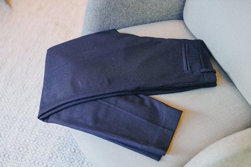 Pantalon bleu maisonstandards plié