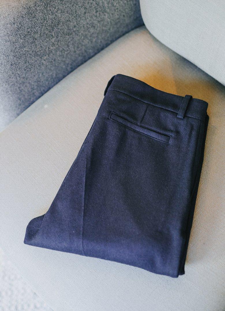 Pantalon bleu maisonstandards plie2