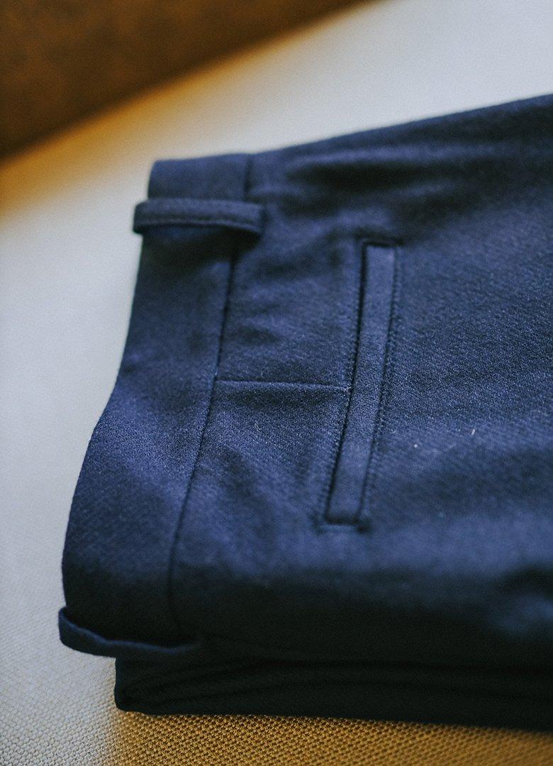 Pantalon bleu maisonstandards poche2