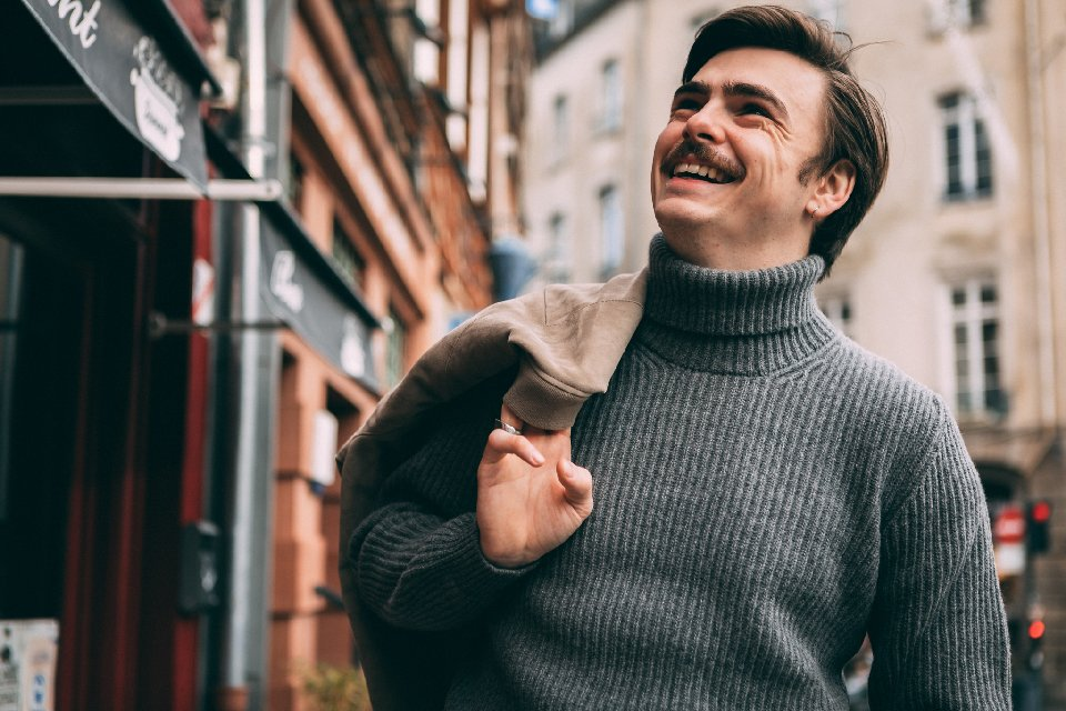 Pull-octobre-homme-maille-sourire