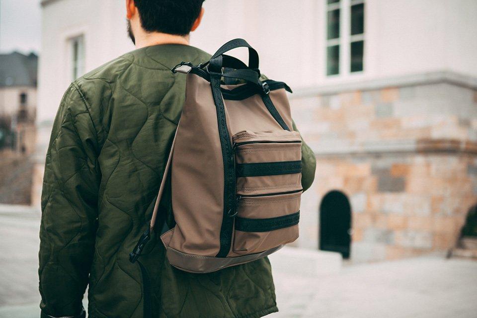 sac à dos antonyme marron