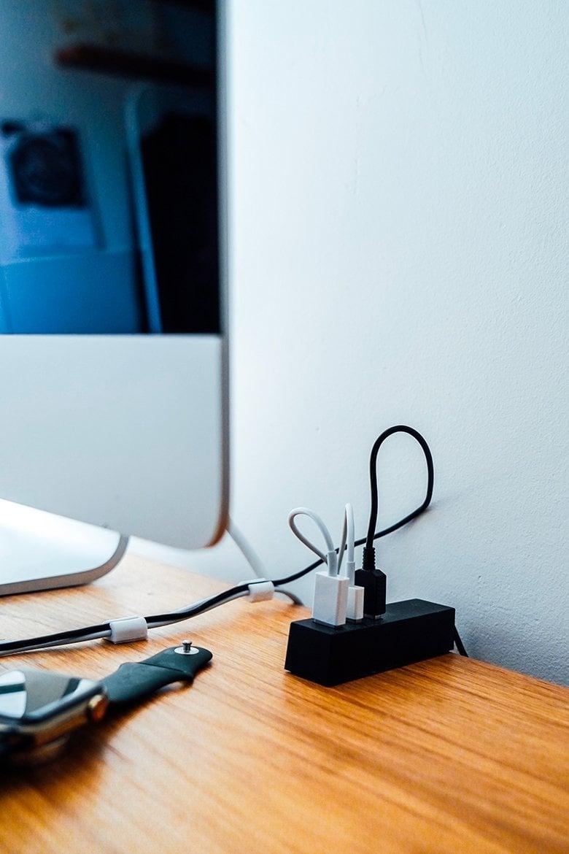 Maison Joe Bureau cables portrait