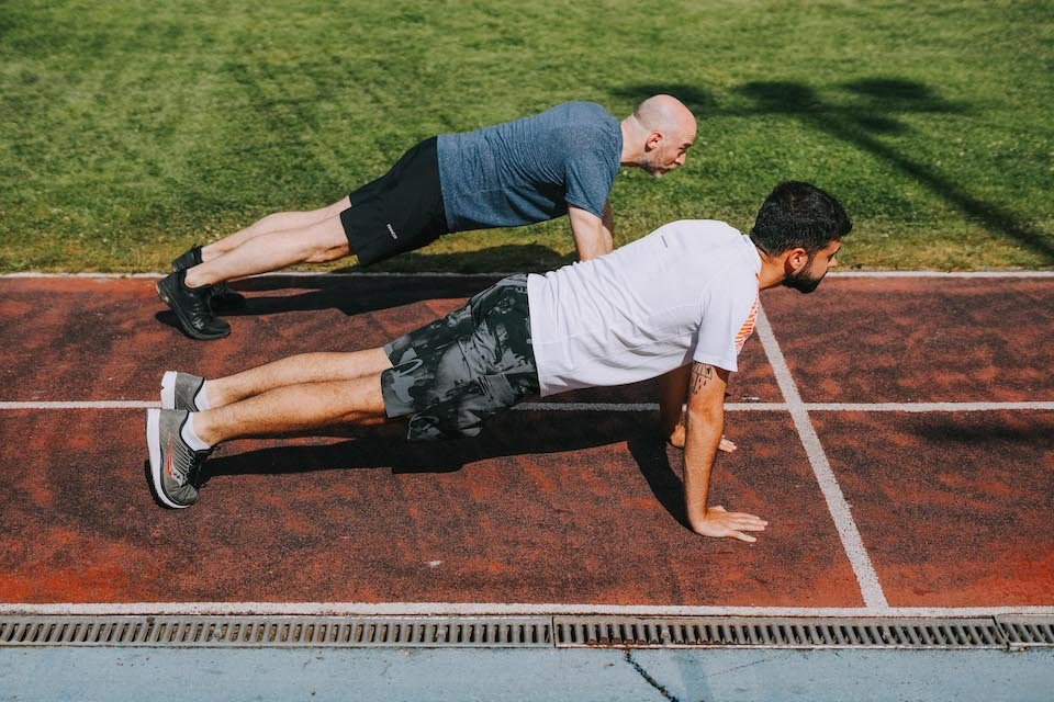 5 exercices renforcement - mountain climber mouvement 1