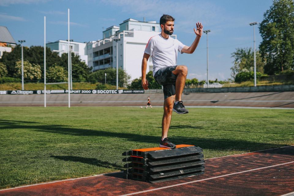 5 exercices renforcement step up mouvement tete