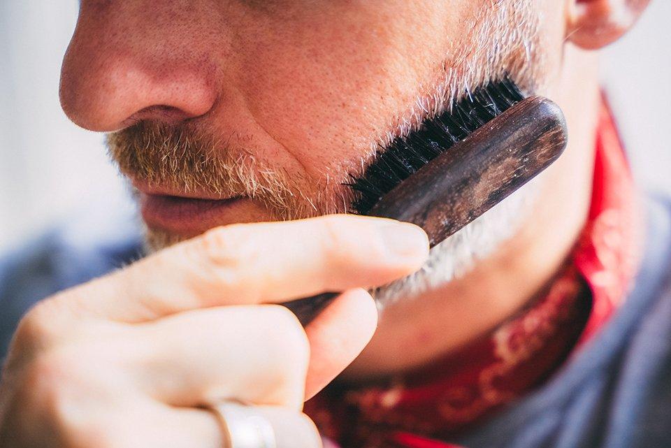 barbe brosse homme