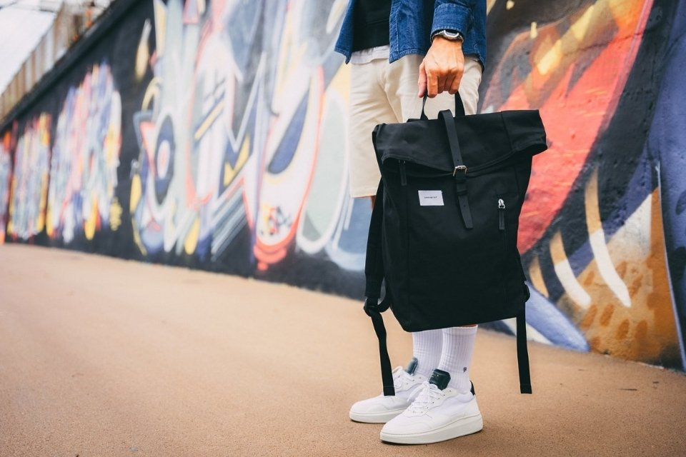 look complet streetwear sac a dos sandqvist