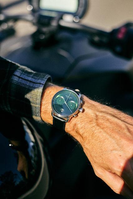 montre nordgreen pioneer fond vert