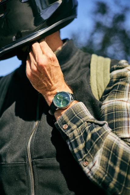 montre nordgreen pioneer fond vert portee