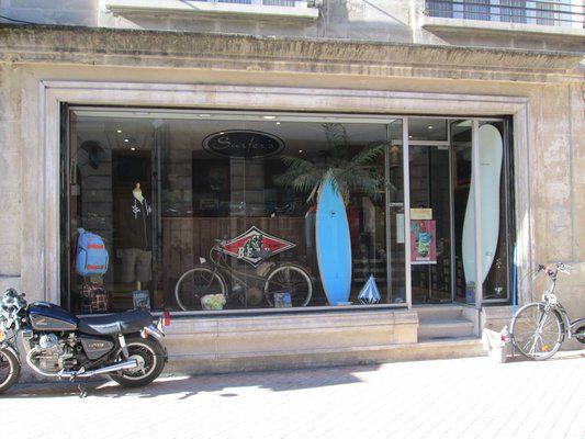Surfer's Vitrine Bordeaux