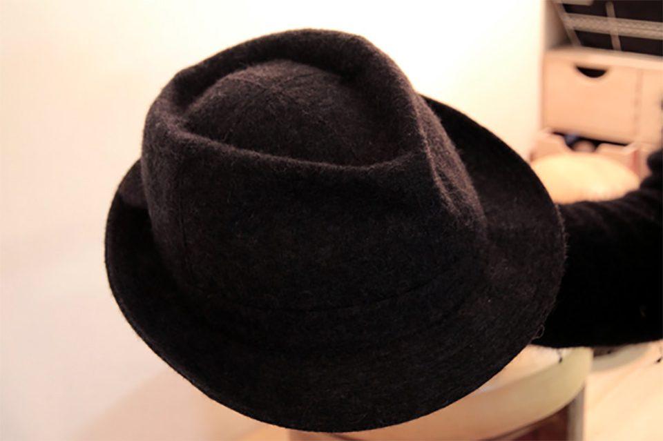 Laver chapeau feutre