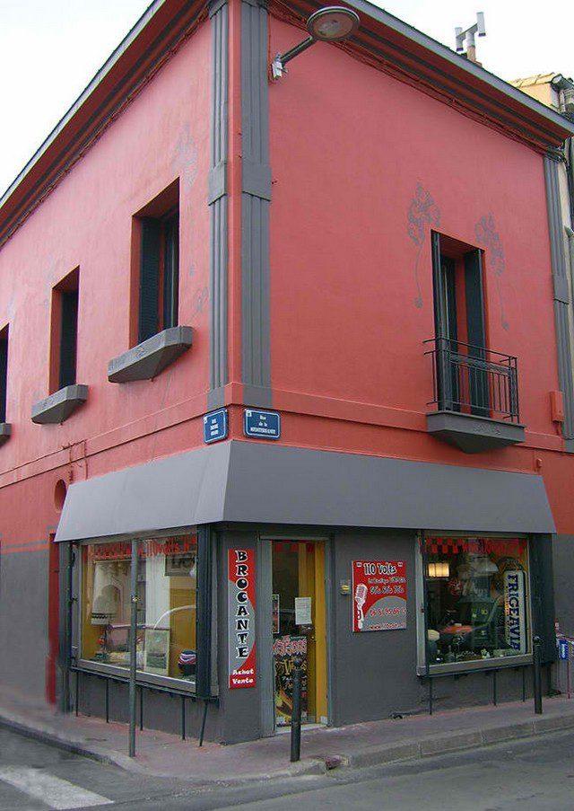 110 volts façade