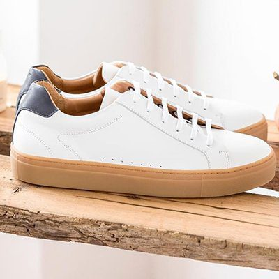 Sneakers miel blanc et bleu pied de biche