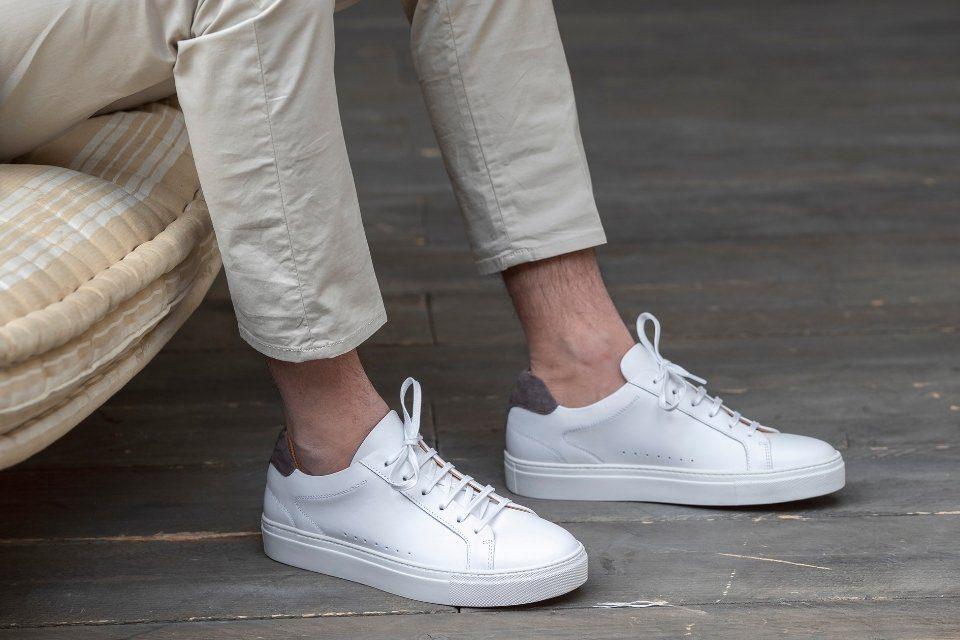 pied de biche basket blanche costume