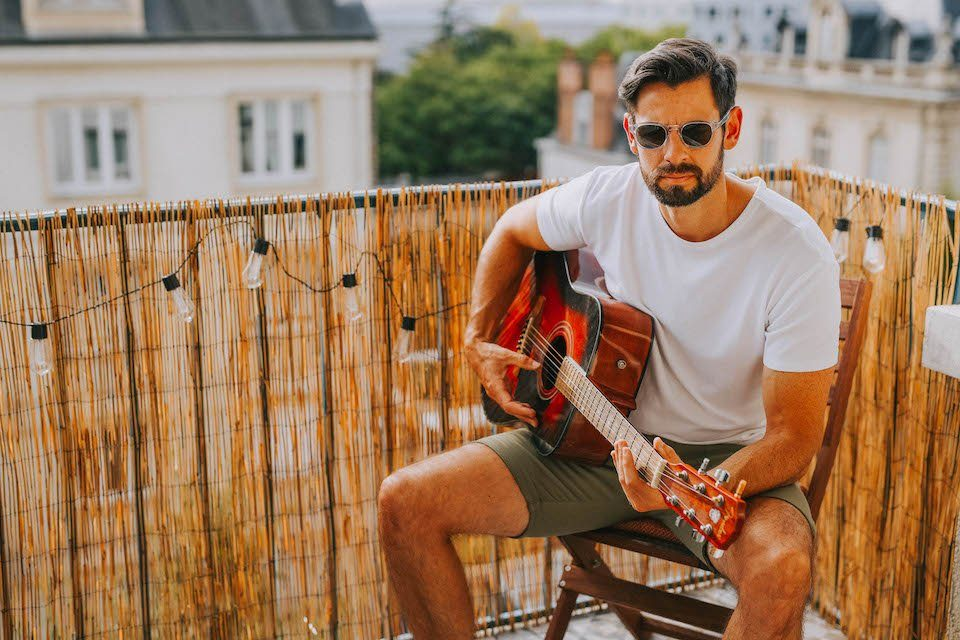 TSHIRT-frenchaholic-guitare-photo-tete