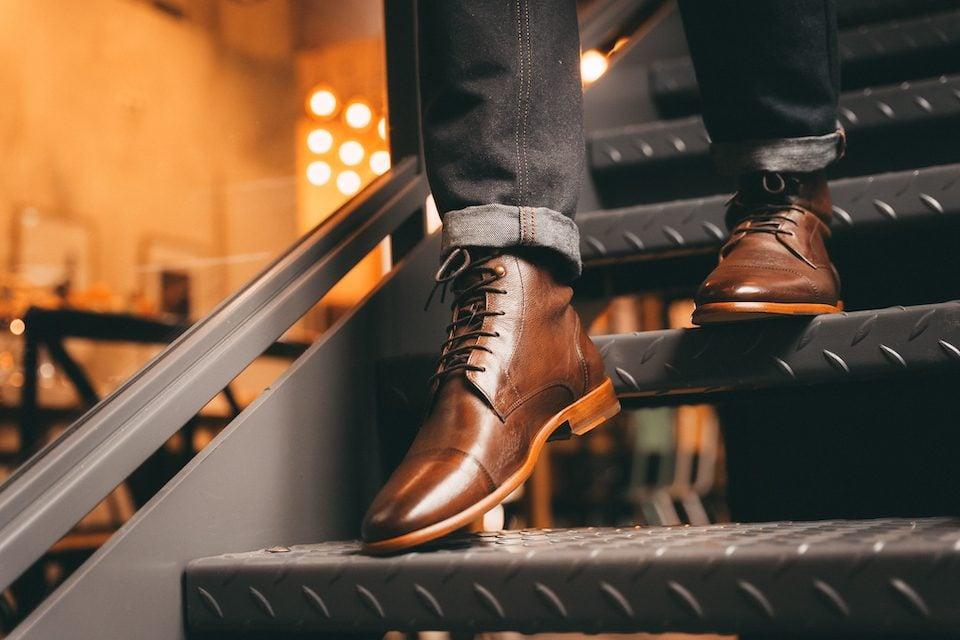 Boots paire et fils escaliers